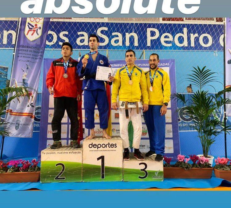Yeray , campeón de España y Esther Moreno tercera en  Grapling Gi